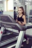 το κορίτσι πηγαίνει αθλη&ta Στοκ Φωτογραφίες