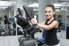 το κορίτσι πηγαίνει αθλη&ta Στοκ εικόνα με δικαίωμα ελεύθερης χρήσης