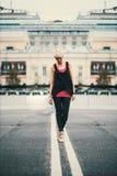 Το κορίτσι πηγαίνει στη ζώνη Στοκ Φωτογραφία