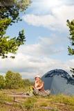 το κορίτσι πράσινο έχει τη &sig Στοκ φωτογραφία με δικαίωμα ελεύθερης χρήσης