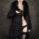 Το κορίτσι σε ένα παλτό Στοκ Φωτογραφίες