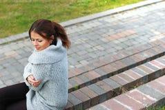 Το κορίτσι στα βήματα Στοκ εικόνες με δικαίωμα ελεύθερης χρήσης