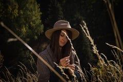 Το κορίτσι στα βουνά Στοκ φωτογραφία με δικαίωμα ελεύθερης χρήσης
