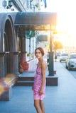 Το κορίτσι στην οδό Στοκ Φωτογραφίες