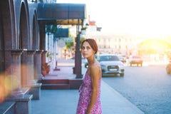 Το κορίτσι στην οδό Στοκ Εικόνα