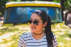 Το κορίτσι στο αυτοκίνητο Στοκ φωτογραφία με δικαίωμα ελεύθερης χρήσης