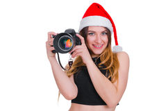 Το κορίτσι στο καπέλο Άγιου Βασίλη με μια κάμερα Χριστούγεννα φωτογράφων νέων κοριτσιών Χριστούγεννα selfie Στοκ Εικόνες