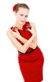 Το κορίτσι στο κόκκινο φόρεμα που κρατά τη Apple Στοκ φωτογραφία με δικαίωμα ελεύθερης χρήσης