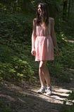 Το κορίτσι στο ροζ Στοκ φωτογραφία με δικαίωμα ελεύθερης χρήσης