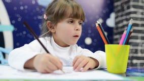 Το κορίτσι σύρει τις συγκινήσεις φιλμ μικρού μήκους