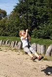 Το κορίτσι τραβά σε ένα σχοινί    Στοκ Εικόνα
