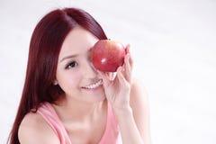 Το κορίτσι υγείας παρουσιάζει Apple Στοκ Εικόνα