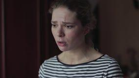 Το κορίτσι υποστηρίζει με το φίλο της Είναι συναισθηματικά απόθεμα βίντεο