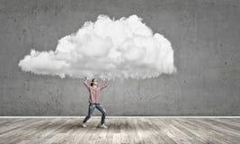 Το κορίτσι φέρνει το σύννεφο Στοκ φωτογραφία με δικαίωμα ελεύθερης χρήσης