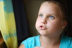 το κορίτσι φαίνεται ανοδ&i Στοκ φωτογραφίες με δικαίωμα ελεύθερης χρήσης
