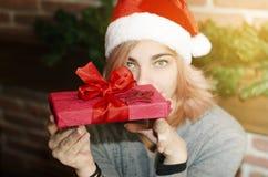το κορίτσι Χριστουγέννων ομορφιάς αποτελεί Στοκ Εικόνες