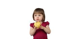 Το κορίτσι Littlr τρώει το μήλο στοκ εικόνες με δικαίωμα ελεύθερης χρήσης