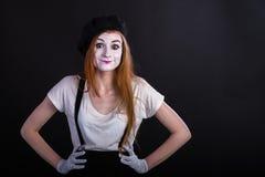 Το κορίτσι Mime ανέτρεψε σε μεσολαβή Στοκ Φωτογραφία