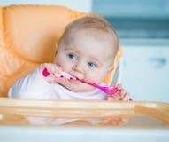 Το κοριτσάκι πρόκειται να φάει στοκ εικόνες με δικαίωμα ελεύθερης χρήσης