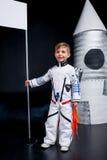το κοστούμι αγοριών αστροναυτών απομόνωσε το λευκό Στοκ εικόνα με δικαίωμα ελεύθερης χρήσης