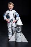το κοστούμι αγοριών αστροναυτών απομόνωσε το λευκό Στοκ Εικόνα