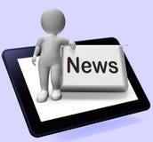 Το κουμπί ειδήσεων με το χαρακτήρα παρουσιάζει ραδιοφωνική μετάδοση ενημερωτικών δελτίων on-line Στοκ φωτογραφίες με δικαίωμα ελεύθερης χρήσης