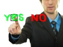 το κουμπί επιχειρηματιών πατά ναι Στοκ εικόνα με δικαίωμα ελεύθερης χρήσης