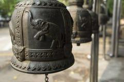 Το κουδούνι χαράσσει την έννοια μετάλλων σιδήρου ναών ελεφάντων Στοκ Εικόνα