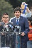 Το κράτος Καλιφόρνιας γερουσιαστής Kevin DeLeon υπερασπίζει τους ονειροπόλους Rally6 στοκ φωτογραφία με δικαίωμα ελεύθερης χρήσης