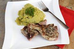Το κρέας αρνιών με διακοσμεί στοκ φωτογραφίες με δικαίωμα ελεύθερης χρήσης