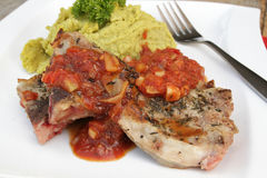 Το κρέας αρνιών με διακοσμεί Στοκ φωτογραφία με δικαίωμα ελεύθερης χρήσης