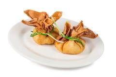 Το κρέας βόειου κρέατος με το ζωμό που ψήνεται ζωή ιδέας συνταγής τροφίμων σακουλών ζύμης στην υπέροχα κομψή γαστρονομική ακόμα Στοκ Εικόνες