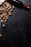 Το κρασί, βουλώνει και ανοιχτήρι Στοκ εικόνες με δικαίωμα ελεύθερης χρήσης