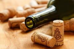 Το κρασί βουλώνει και μπουκάλι Στοκ Εικόνες