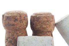 Το κρασί και η σαμπάνια βουλώνουν απομονωμένος στο λευκό Στοκ Εικόνες