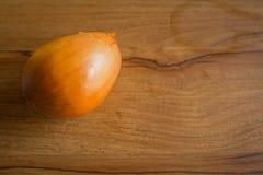 Το κρεμμύδι ξύλινο στενό σε επάνω τοπ εικόνας άποψης Στοκ Φωτογραφίες