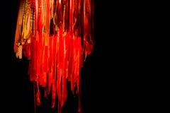 Το κρεμώντας φανάρι μεδουσών με τις μακριές κορδέλλες σε κόκκινο και το πορτοκάλι είναι Στοκ φωτογραφία με δικαίωμα ελεύθερης χρήσης
