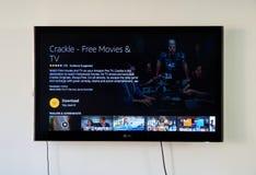 Το κροτάλισμα μεταφορτώνει app τη σελίδα στην οθόνη TV LG Στοκ φωτογραφία με δικαίωμα ελεύθερης χρήσης