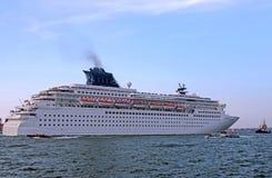 Το κρουαζιερόπλοιο αρχίζει ένα ταξίδι σε όλο τον κόσμο Στοκ εικόνα με δικαίωμα ελεύθερης χρήσης