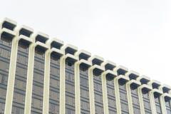 Το κτήριο απεικονίζει με το μπλε ουρανό Στοκ Εικόνες