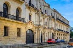 Το κτήριο ενσωμάτωσε το κλασσικό αποικιακό ύφος, Αβάνα στοκ φωτογραφία
