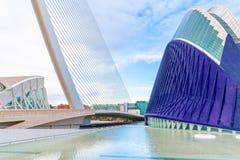 Το κτήριο και η γέφυρα αγορών από το Σαντιάγο Calatrava Βαλένθια Στοκ εικόνα με δικαίωμα ελεύθερης χρήσης