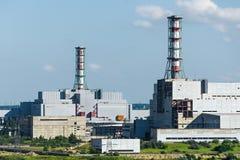 Το κτήριο και οι μονάδες στέγασης του πυρηνικού σταθμού Στοκ φωτογραφία με δικαίωμα ελεύθερης χρήσης