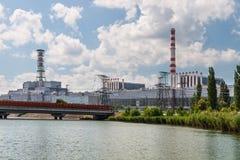 Το κτήριο και οι μονάδες στέγασης του πυρηνικού σταθμού Στοκ Εικόνες
