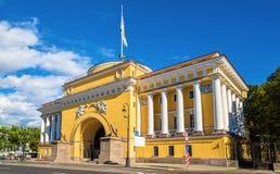 Το κτήριο ναυαρχείου σε Άγιο Πετρούπολη στοκ φωτογραφίες