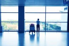 το κτήριο οι σκιαγραφίε&sig Στοκ εικόνα με δικαίωμα ελεύθερης χρήσης