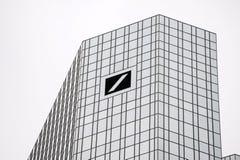 Το κτήριο της Deutsche Bank άργυρος Στοκ φωτογραφίες με δικαίωμα ελεύθερης χρήσης