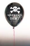 Το κυρίαρχο χρέος λέξεων στο λευκό και διαγώνιων κόκκαλα κρανίων και σε ένα μπαλόνι που επεξηγεί την έννοια μιας φυσαλίδας χρέους Στοκ Εικόνες