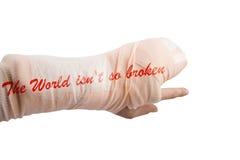 Το κόκκαλο χεριών γυναικών που σπάζουν έννοια από τη λέξη έκτακτης ανάγκης ατυχήματος τον κόσμο δεν είναι έτσι σπασμένη Στοκ Εικόνα