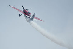 Το κόκκινο αεροπλάνο, αέρας παρουσιάζει στο Ahmedabad, Ινδία Στοκ Φωτογραφίες